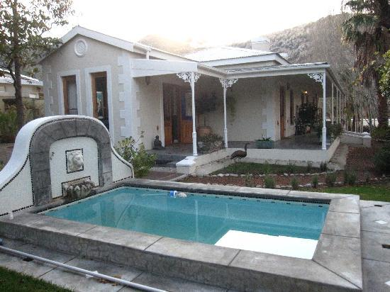 Montagu Vines Guesthouse: patio and pool
