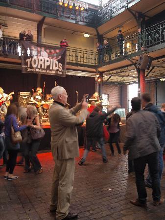 Fish Auction Hall and Market: tanz in der Fischhalle