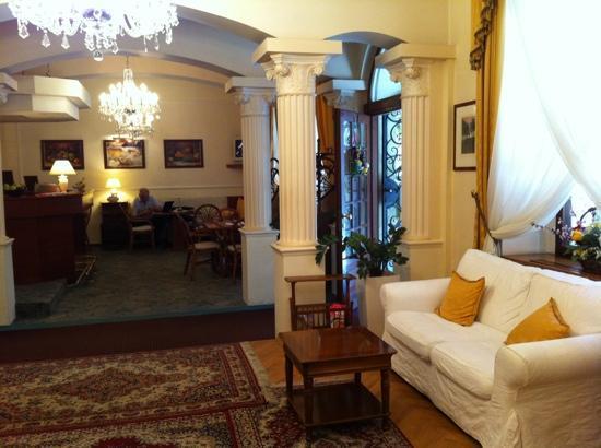 Louren Hotel: Elegant lobby