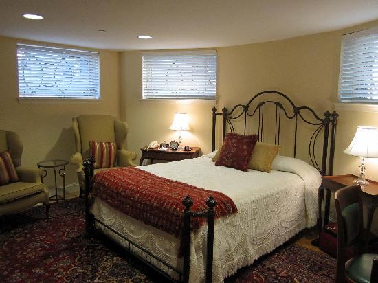 Our Bedroom In The Basement Picture Of Woodley Park Guest House Washington Dc Tripadvisor