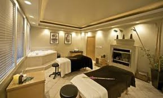 Absolute Spa at The Century: Inside the couples massage room ;)