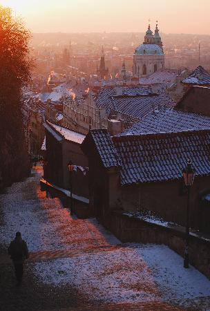 Prag Slot (Pražský hrad): Castle stairs at sunrise