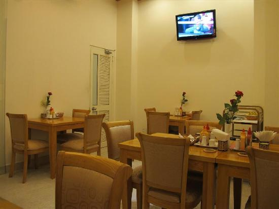 Tan Hoang Long Hotel: Hotel restaurant/breakfast area