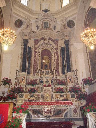 Cagliari, Italien: Altare della chiesa di sant'Efisio a Stampac