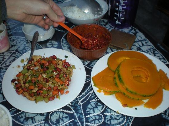 Naxi Family Guesthouse : Our dinner - chicken and pumpkin.  Ask for their homemade hot sauce - yum!