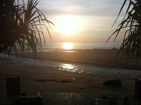 Lanta Castaway Beach Resort: sunset view