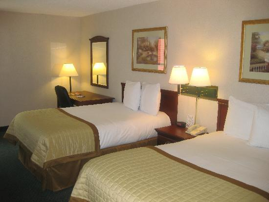 Baymont Inn & Suites Bloomington: 2 Double Bed Room