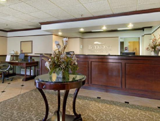 Baymont Inn & Suites Bloomington: Hotel Lobby