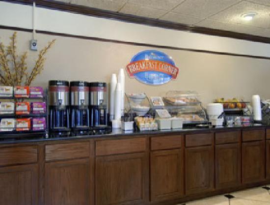 Baymont Inn & Suites Bloomington: Baymont Breakfast Corner