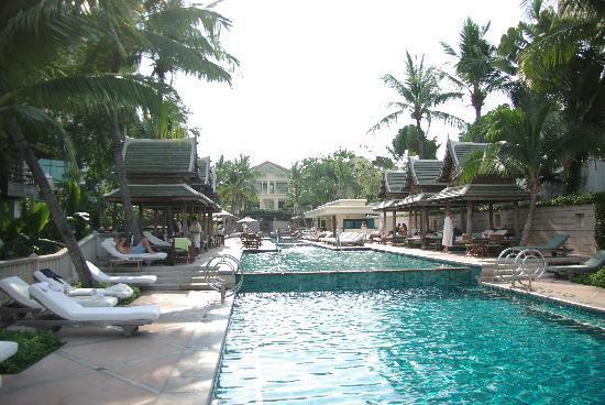 The Peninsula Bangkok: Pool Area