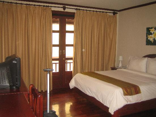 Khampiane Hotel 2: room with a balcony