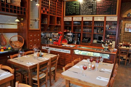 L Enoteca Wine Bar Amp Restaurant Budapest District V