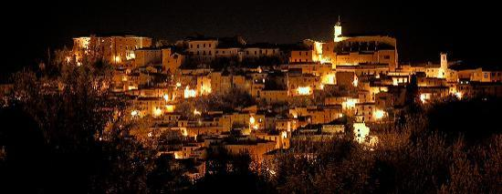 Лорето-Апрутино, Италия: Panorama notturno di Loreto Aprutino (PE) in Abruzzo