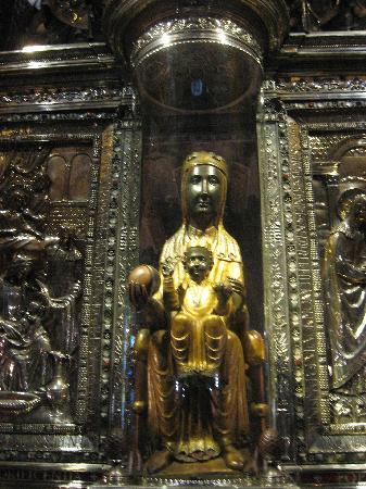 Монтсеррат, Испания: La Moreneta,la madonna nera del santuario di Montserrat