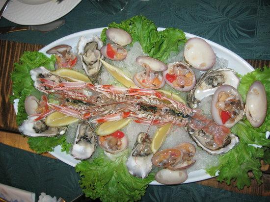 Mickey Mouse Tipical Restaurant  & Pizza: Un antipasto di pesce crudo