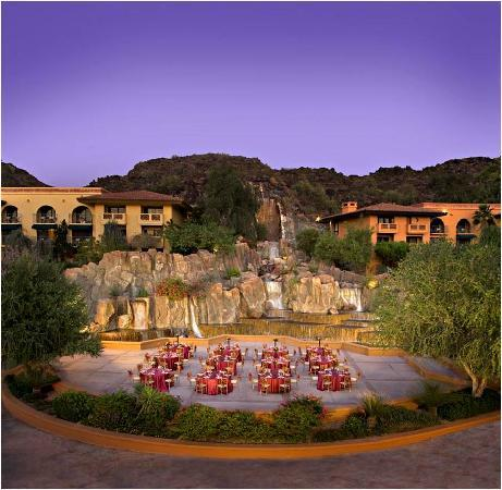 Pointe Hilton Tapatio Cliffs Resort: We had dinner outside here, AWESOME!