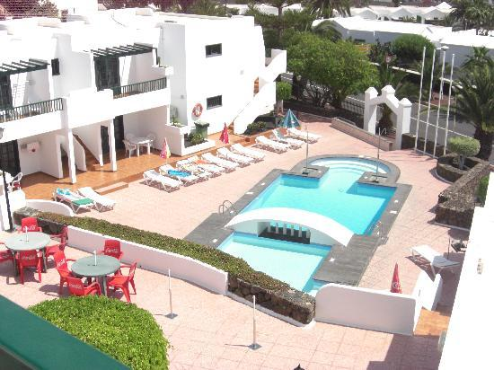 Apartamentos Villa Canaima: View of pool from balcony