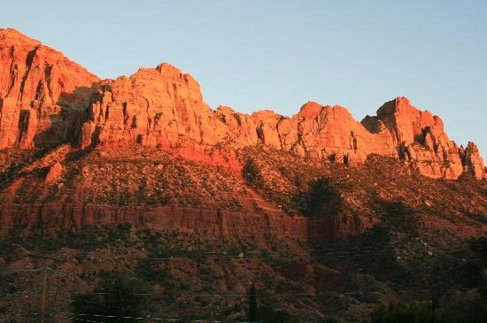 Zion Park Motel: Sunrise from the motel