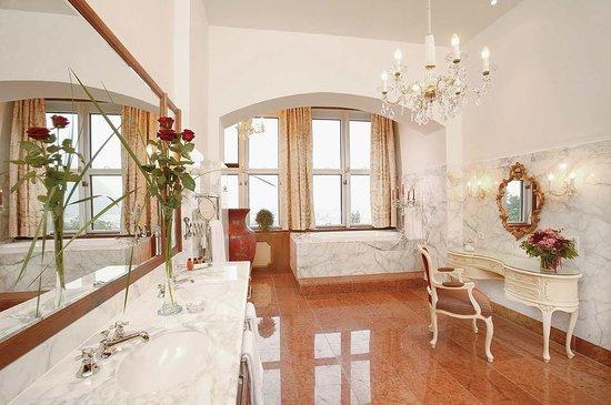 Hotel Schloss Monchstein: Badezimmer Suite