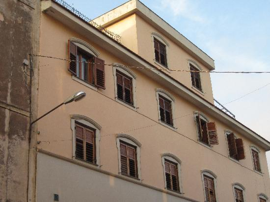 Piano di Sorrento, อิตาลี: the facade looking inland