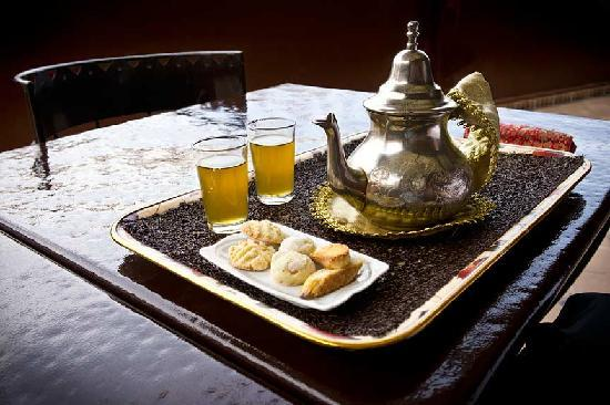 Riad Argan: Tea and cookies