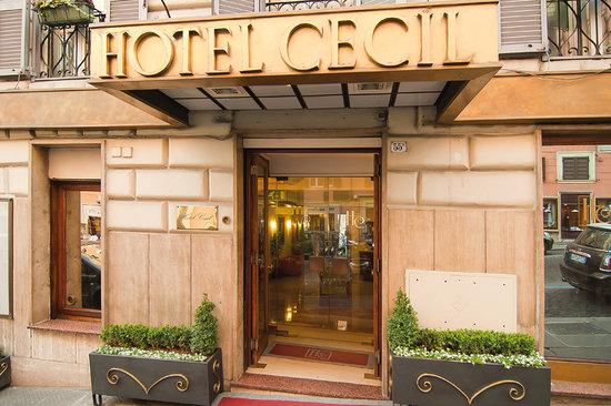 Hotel Cecil: entrance