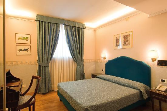 Hotel Cecil: room