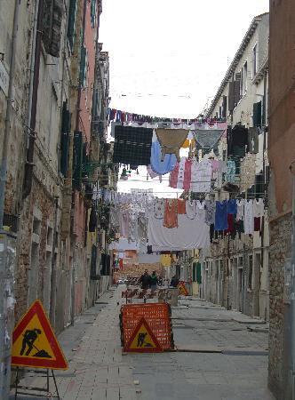 IL Nuovo Galeon: Quiet side street off Via Garibaldi