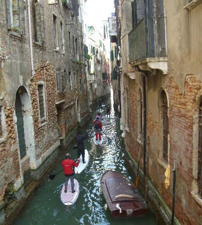 IL Nuovo Galeon: New mode of travel on the canals!