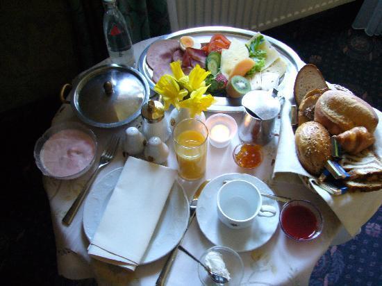Kurhotel Fürstenhof: Frühstück auf dem Zimmer, für EINE Person!