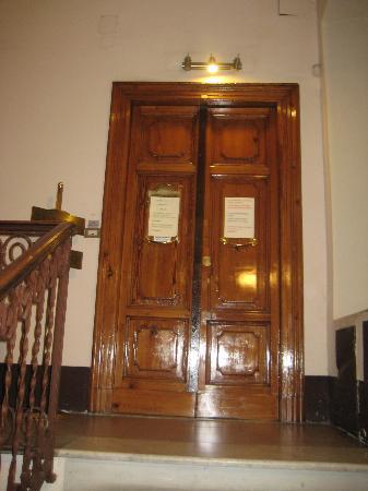 Moscatello: PUERTA INTERIOR DEL HOTEL