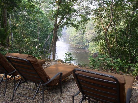 Mystic River Resort : Comfy viewing spot of the Macal River