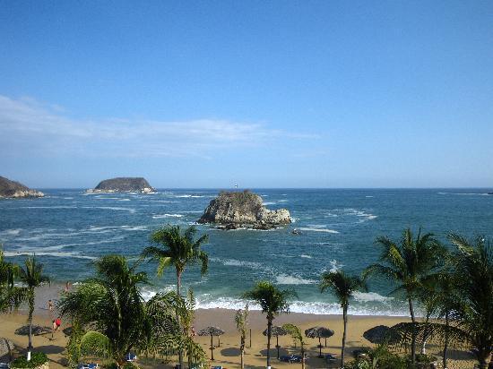 Barcelo Huatulco Beach Resort: Vista isla tortuga desde el hotel
