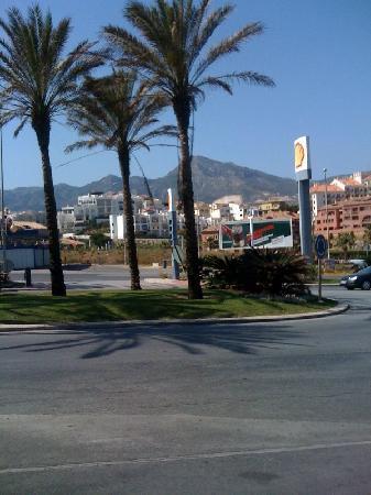 Sunset Beach Club: across from hotel
