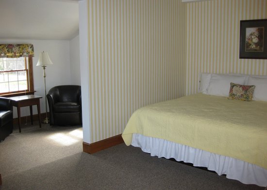 The Chatham Motel: Deluxe King Room