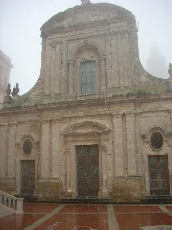 Caltagirone, Italien: One of the churches at the top of the Scala.