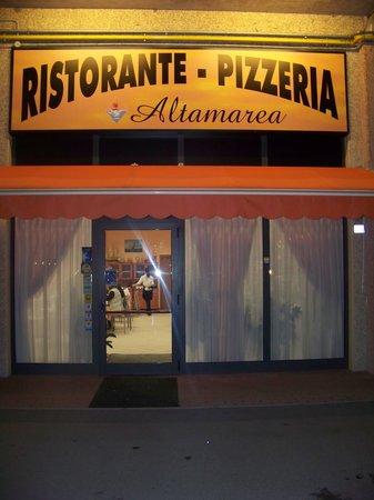 Altamarea: ingresso del locale