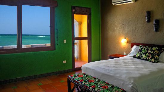 The Taj Majahual : The Jungle Bedroom combines accents that pay homage to the flora and fauna of the Yucatan along