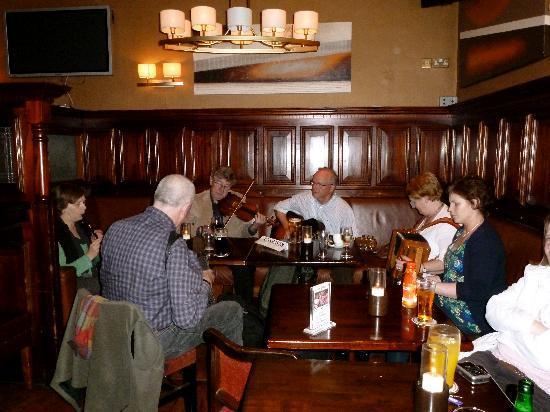 The Grand Hotel Tralee: Live Irish music in Pikeman's Bar
