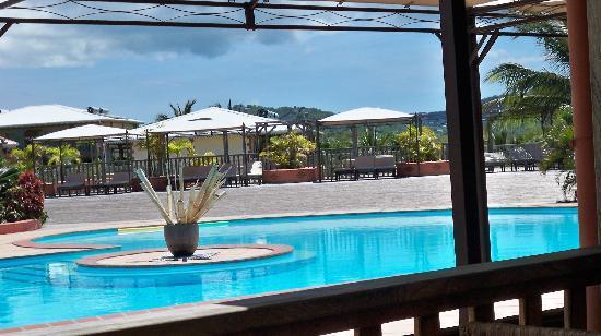 Le Vauclin, Martinique: piscine vue du Bar/resto HOtel Cap Macabou