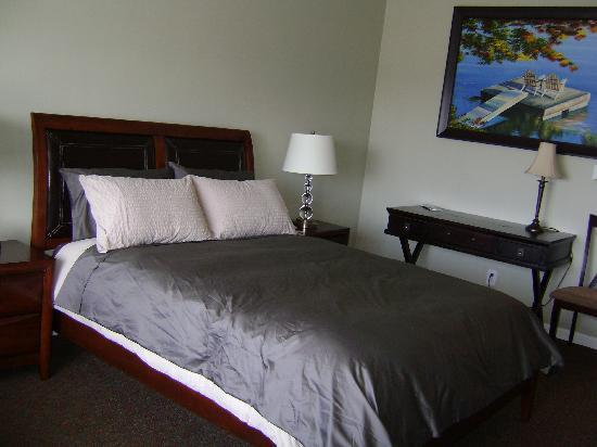 Harbor View Inn: New remodeled room with one queen