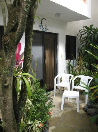 Casa Blanca Hotel & Surf Camp: outside patio studio C