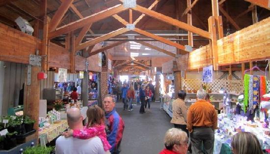 Olympia, WA: Farmers Market stalls