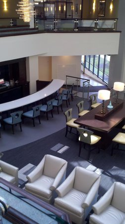 DoubleTree by Hilton Richmond-Midlothian: Enjoy a beverage at our Atrium Lounge