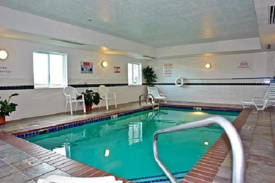 Motel 6 Sheridan: Cool off in our pool!