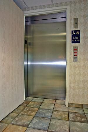 Motel 6 Sheridan: Elevator