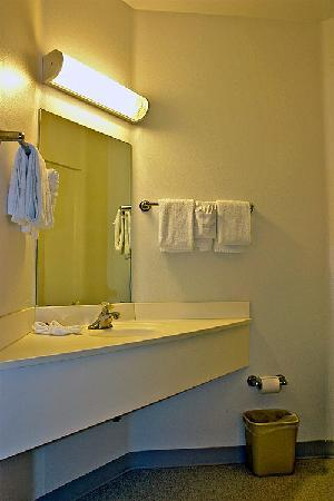 Motel 6 Sheridan: Bathroom