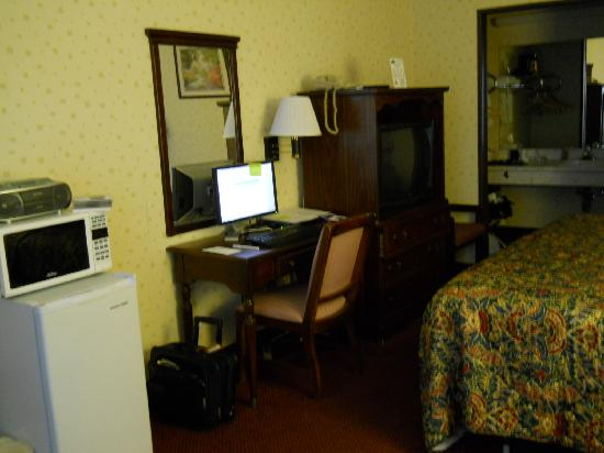 Travelodge Seymour: Inside my room at the Seymour Travelodge