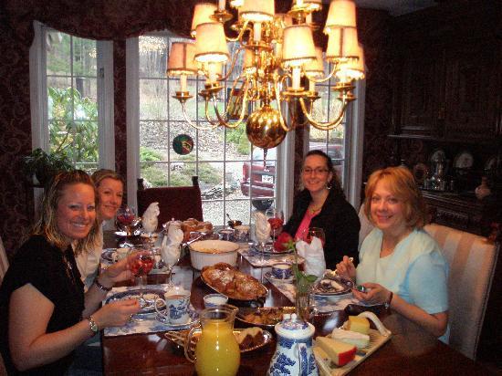 Villa Bernese: Sitting down to breakfast
