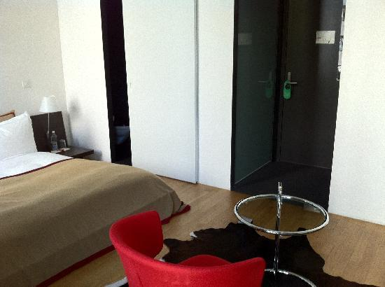 Plattenhof Hotel: sit down!